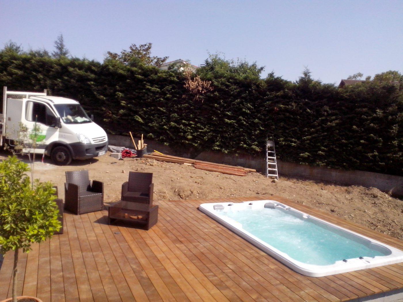 piscine en bord de terrasse