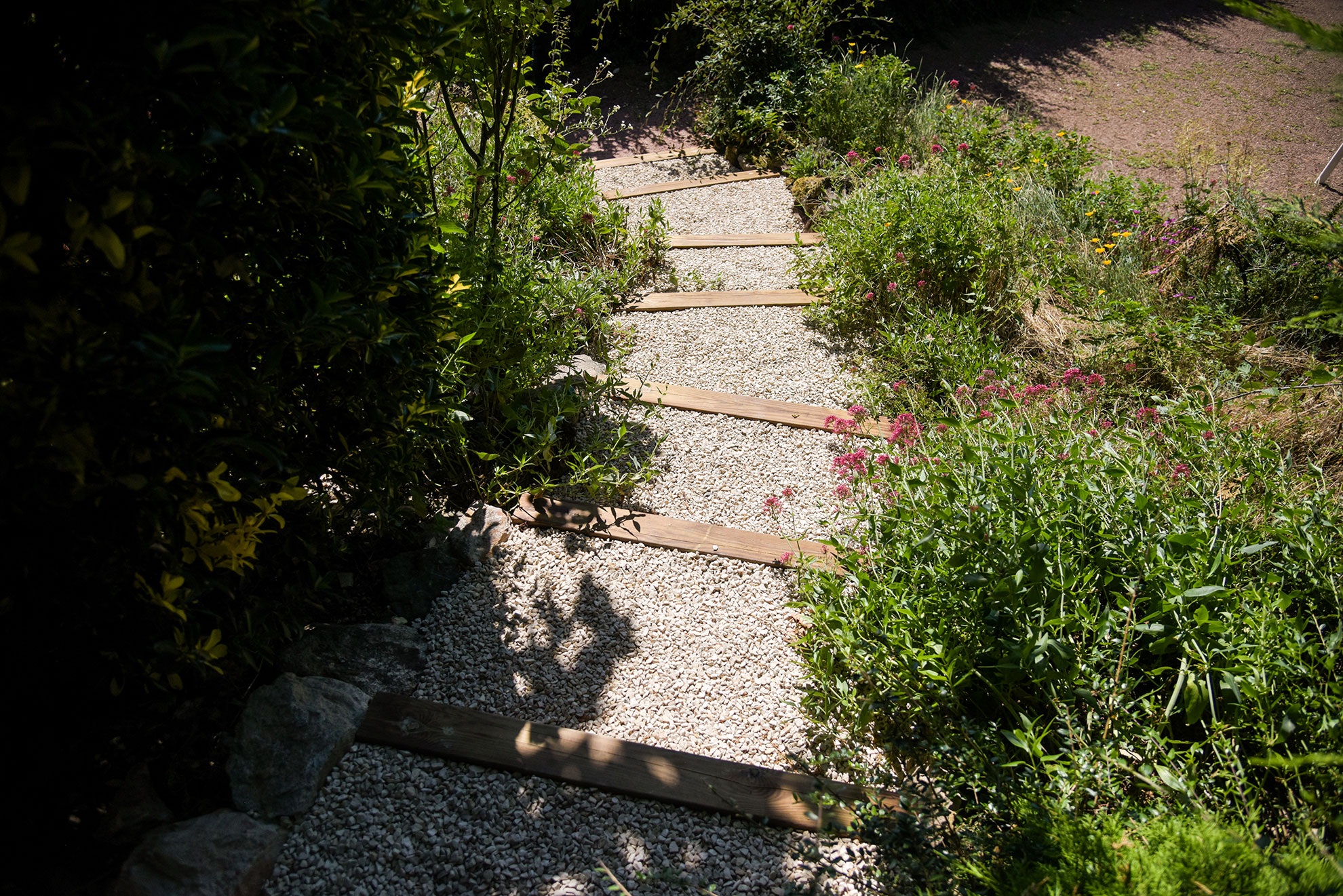 Escalier, terrasse, massif minéral