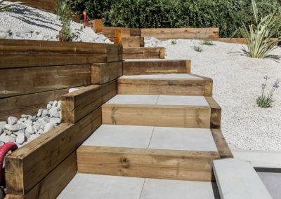 Création d'escaliers, d'une terrasse et d'un massif minéral – POLLIONNAY (Juillet 2018)