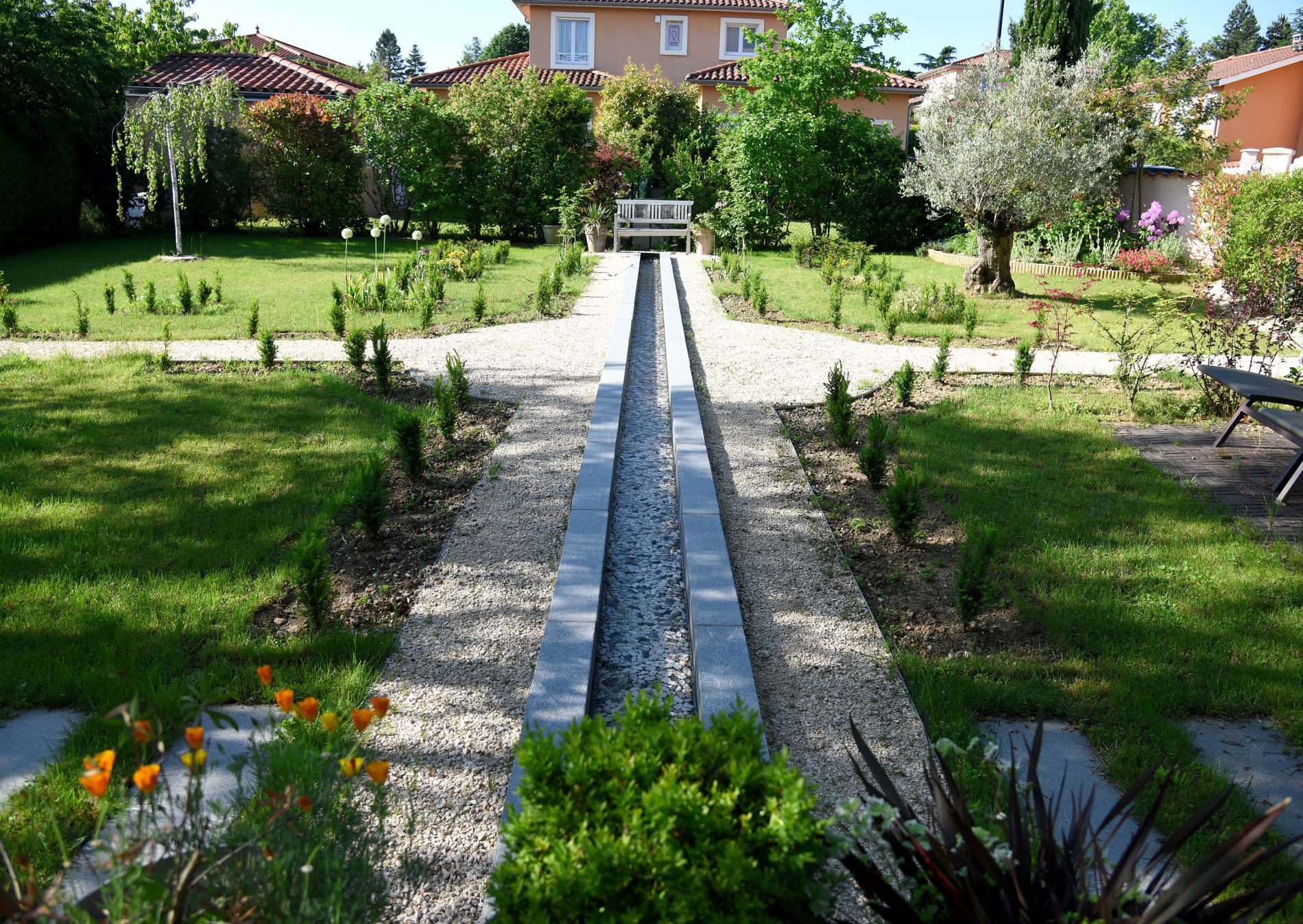 Maison et grand jardin