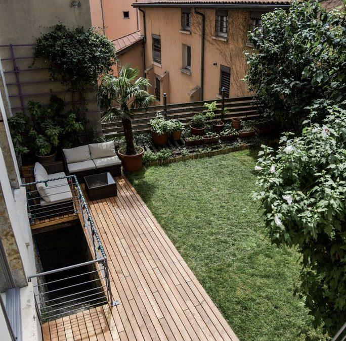 Découvrir, choisir, et faire aménager sa terrasse en bois par un professionnel paysagiste dans l'Ouest Lyonnais (69 – Rhône-Alpes)