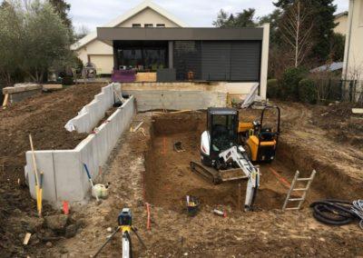 Terrassement de piscine sur terrain en pente et aménagement extérieur – TASSIN-LA-DEMI-LUNE (Mai 2020)